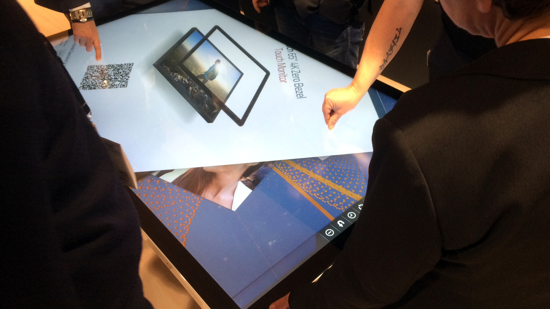 Collaborative work environment with multitouch applications by Touchez-1-ISE 2016